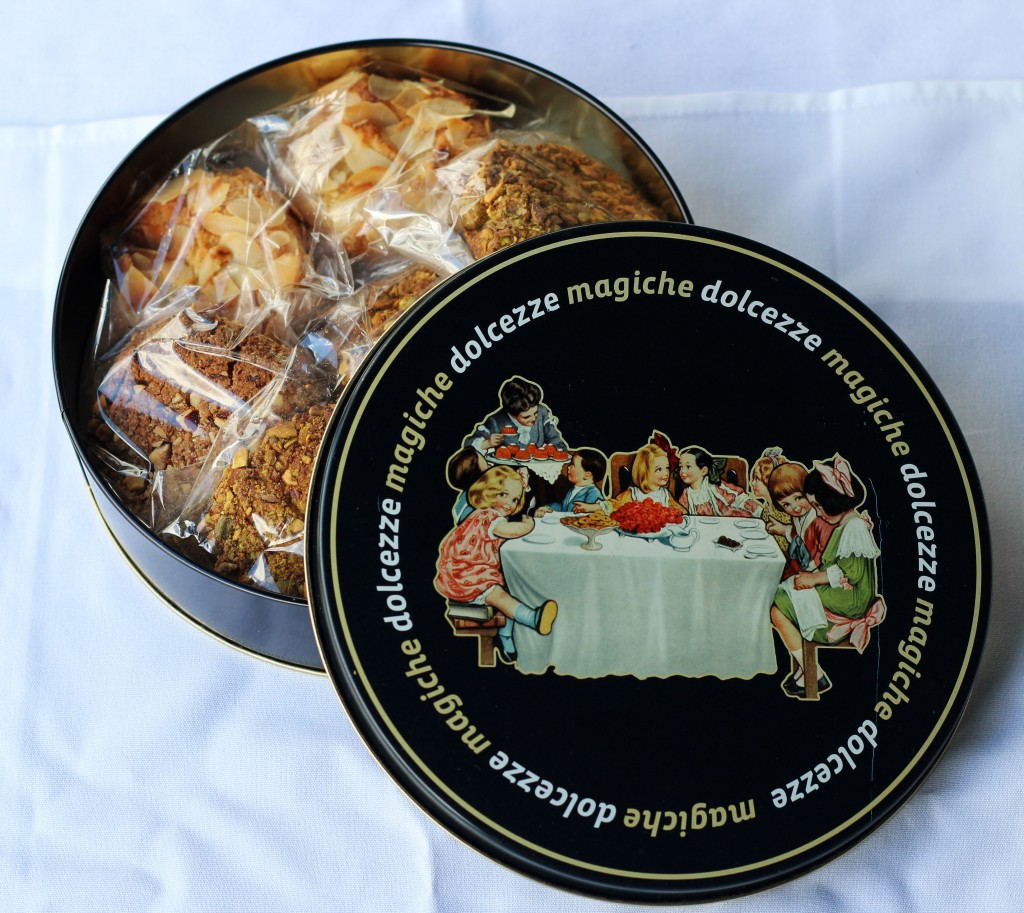 Handmade biscotti in italian gift tin kitchen angel for Italian kitchen gifts